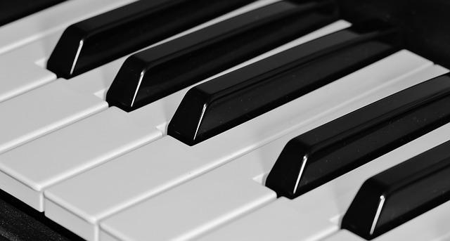 ピアノの鍵盤の画像.jpg