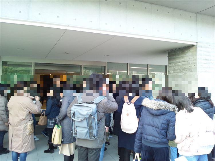漢字検定7級受験会場の人混み.JPG